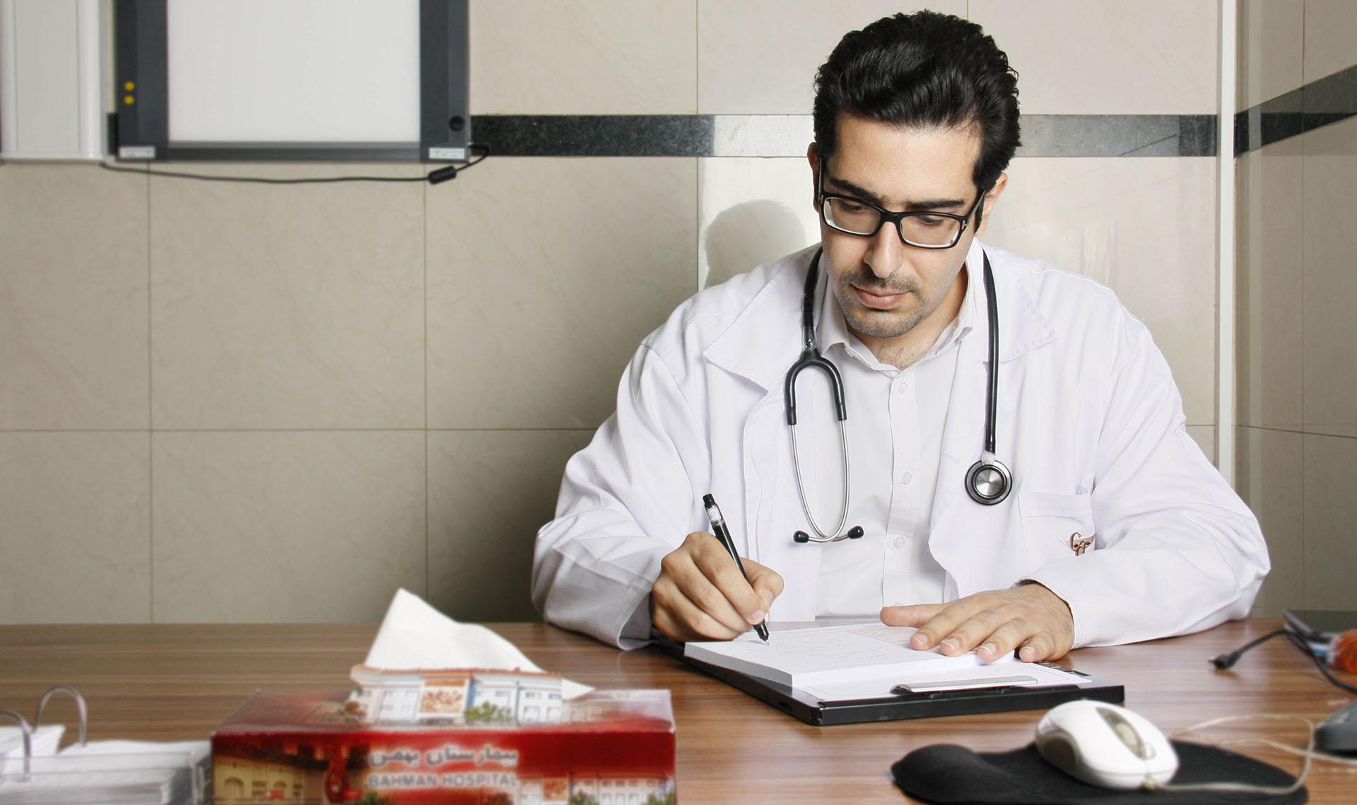 دکتر کیوان احمدی - متخصص ارتوپدی